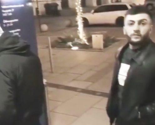 Taschendieb merkt dass er beim klauen gefilmt wird
