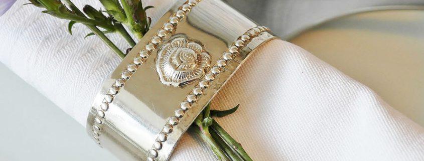 Angelaufenes Silber reinigen - Tricks mit Hausmitteln