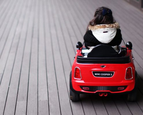 Beliebte Kinderfahrzeuge - von Elektroauto bis Bobby Car