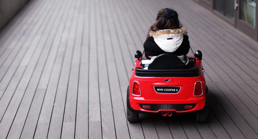 beliebte kinderfahrzeuge von elektroauto bis bobby car. Black Bedroom Furniture Sets. Home Design Ideas