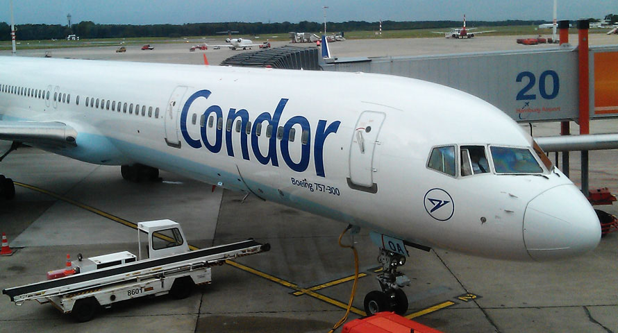 Condor Boeing 757 am Flughafen