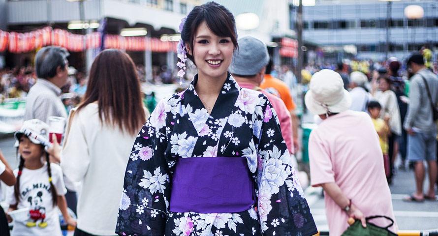 Wunderschöner Baumwoll Kimono Yukata im Alltag